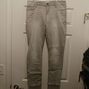 NWT Grey Buckle Super Stretch Jeans